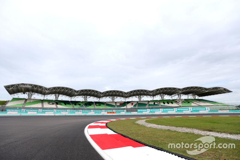 Track atmosphere