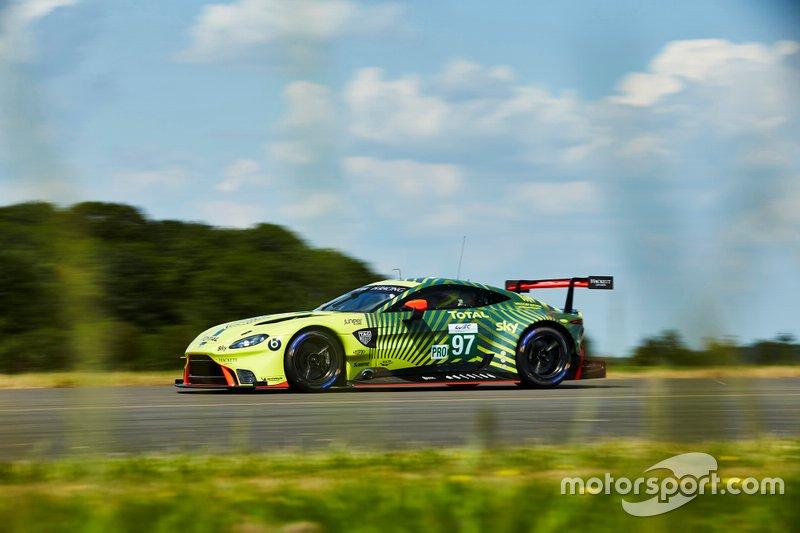 Presentazione della livrea Aston Martin
