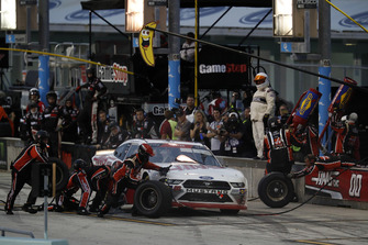 Cole Custer, Stewart-Haas Racing, Ford Mustang Haas Automation, pit stop