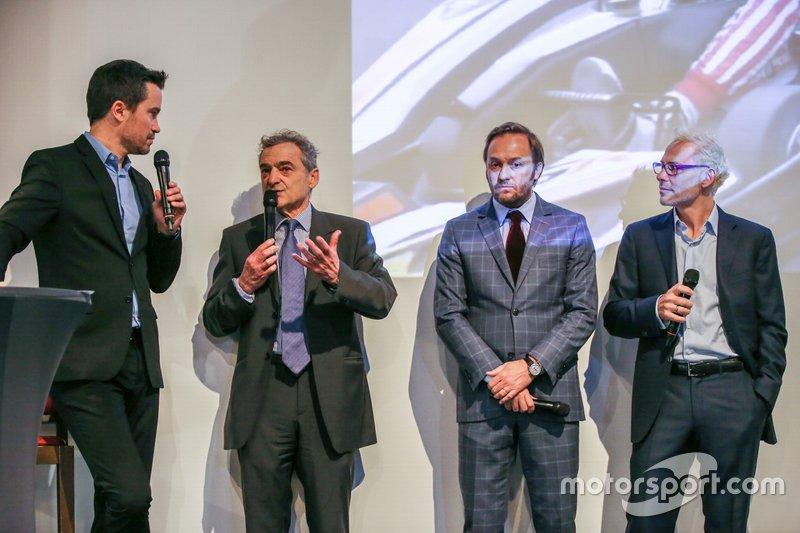 Serge Saulnier, directeur du Circuit Magny-Cours, Jacques Villeneuve, cofondateur de Feed Racing, Patrick Lemarié, cofondateur de Feed racing