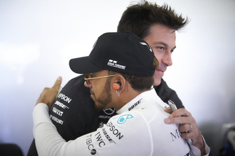 Toto Wolff, Executive Director (Business), Mercedes AMG, embraces Lewis Hamilton, Mercedes AMG F1