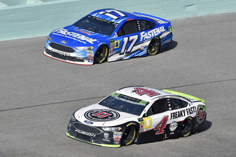 Kevin Harvick, Stewart-Haas Racing, Ford Fusion Jimmy John's and Ricky Stenhouse Jr., Roush Fenway Racing, Ford Fusion Fastenal