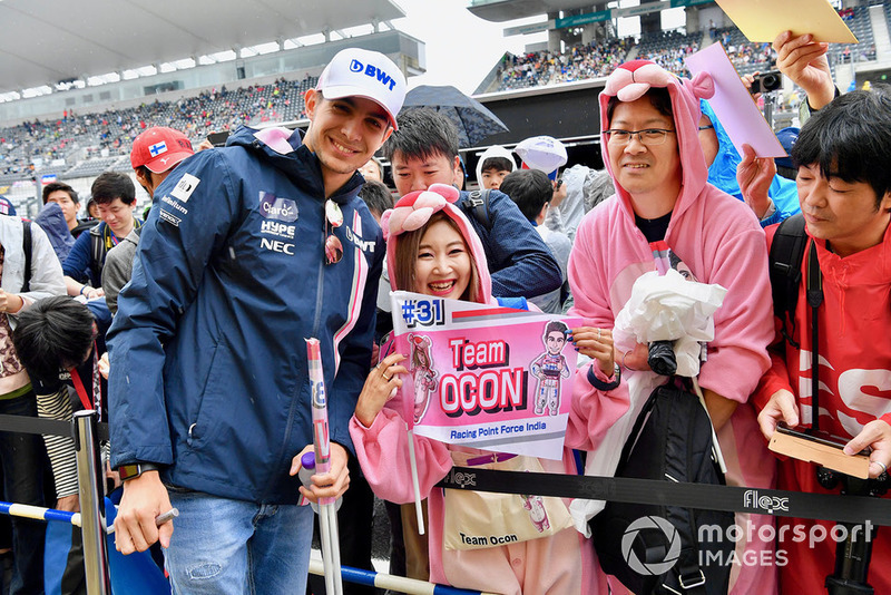 Esteban Ocon, Racing Point Force India F1 Team takes photograph with fans