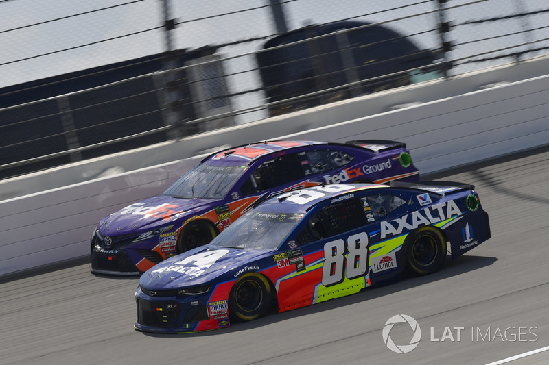 Alex Bowman, Hendrick Motorsports, Chevrolet Camaro Axalta, Denny Hamlin, Joe Gibbs Racing, Toyota Camry FedEx Ground