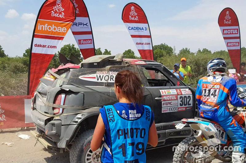 #302 X-Raid Team Mini: Нані Рома, Алекс Аро фінішують на пошкодженій машині