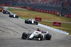 Маркус Эрикссон, Alfa Romeo Sauber C37, и Сергей Сироткин, Williams FW41