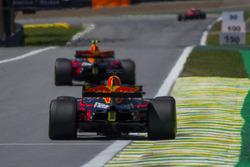 Max Verstappen, Red Bull Racing RB13 ve Daniel Ricciardo, Red Bull Racing RB13