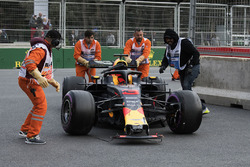 The damaged car of Daniel Ricciardo, Red Bull Racing is recovered by the marshals