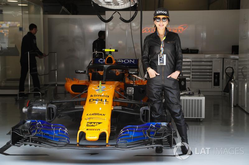 Actriz Carina Lau en McLaren