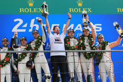 Podio LMGTE Pro: i vincitori Michael Christensen, Kevin Estre, Laurens Vanthoor, Porsche GT Team, al secondo posto Richard Lietz, Gianmaria Bruni, Frédéric Makowiecki