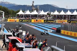 Race winner Lewis Hamilton, Mercedes-AMG F1 W09 crosses the line