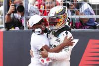 Pole: Lewis Hamilton, Mercedes AMG F1 W08 ve kardeşi Nicolas Hamilton