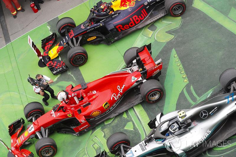 Переможець Себастьян Феттель, Ferrari святкує у закритому парку