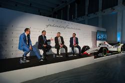 Michael Perschke, CEO, Automobili Pininfarina,  Anand Mahindra, Chairman, Mahindra Group, Paolo Pininfarina, Chairman, Pininfarina SpA e il Dr. Pawan Goenka, Managing Director, Mahindra & Mahindra Ltd. e Chairman, Mahindra Racing