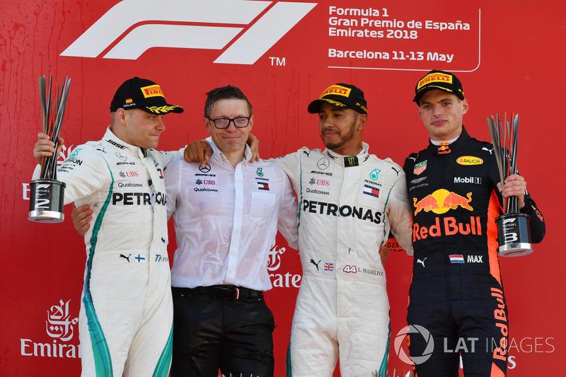 Podio: ganador de la carrera Lewis Hamilton, Mercedes AMG F1, segundo lugar Valtteri Bottas, Mercedes AMG F1 y tercero Max Verstappen, Red Bull Racing