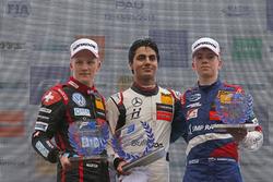 Rookie Podium: winnaar Enaam Ahmed, Hitech Bullfrog GP Dallara F317 - Mercedes-Benz, nummer twee Fabio Scherer, Motopark Dallara F317 - Volkswagen, nummer drie Robert Shwartzman, PREMA Theodore Racing Dallara F317 - Mercedes-Benz