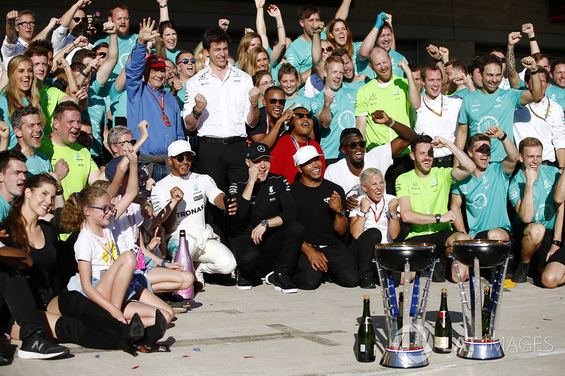 Lewis Hamilton, Mercedes AMG F1, Valtteri Bottas, Mercedes AMG F1, Nicholas Hamilton and Usain Bolt celebrate Constructors' Championship victory with the rest of the team