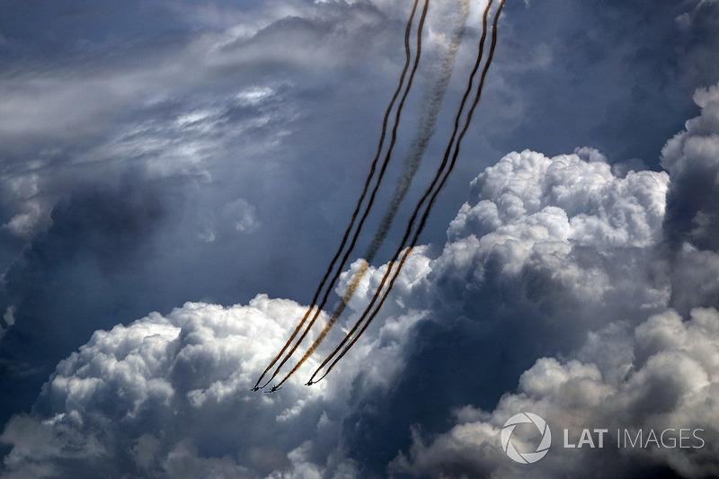 Літаки у повітрі