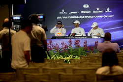 Daniel Ricciardo, Red Bull Racing, Lewis Hamilton, Mercedes AMG F1 and Valtteri Bottas, Mercedes AMG F1 in the Press Conference