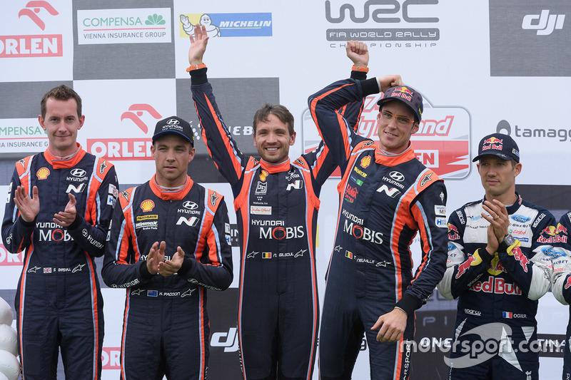 Podium: winners Thierry Neuville, Nicolas Gilsoul, Hyundai Motorsport, second place Hayden Paddon, S