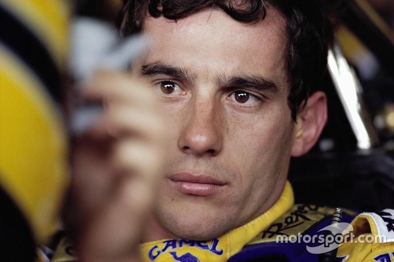 Ayrton Senna atado a su cabina Lotus