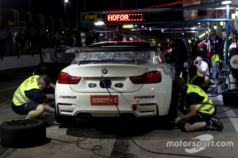 Pit stop, #401 Schubert Motorsport BMW M4 GT4: Ricky Collard, Jens Klingmann, Jörg Müller