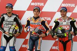 Кваліфікація: друге місце Карел Абрахам, Aspar Racing Team, володар поул-позиції Марк Маркес, Repsol Honda Team, третє місце Кел Кратчлоу, Team LCR Honda