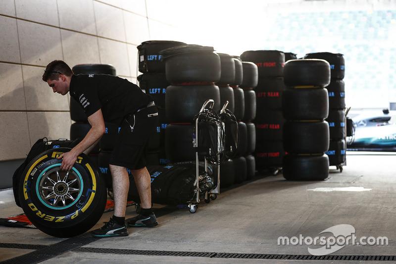 Mercedes Pirelli tyres