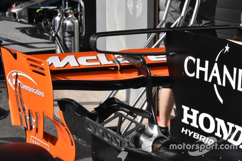 McLaren MCL32, rear wing