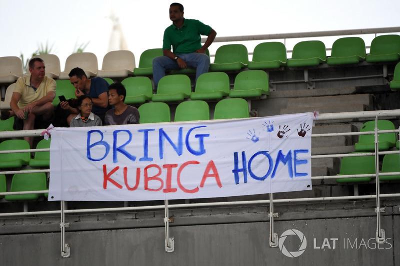 "Fans con una manta para ""Bring Kubica Home"" para Robert Kubica"