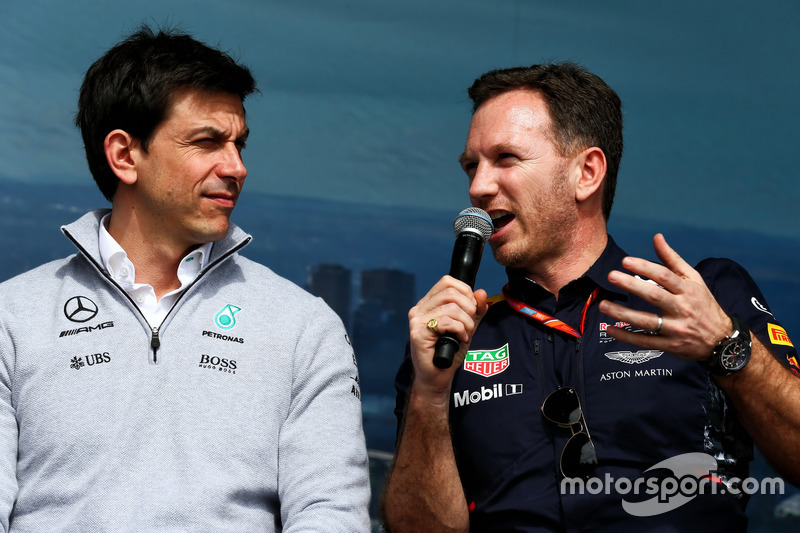 Toto Wolff, Mercedes-Sportchef, mit Teamchef Christian Horner, Red Bull Racing
