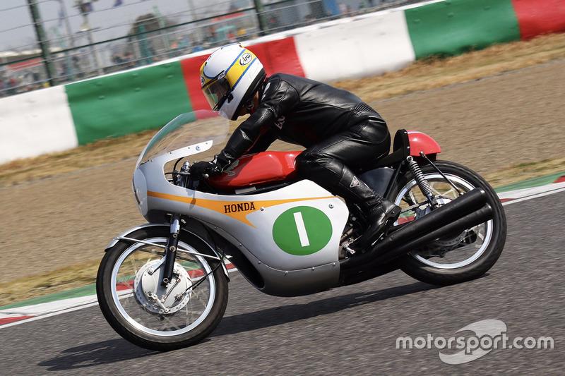 Казуеши Хошино, Honda RC 164
