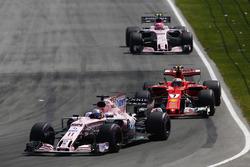 Sergio Perez, Sahara Force India F1 VJM10, Kimi Raikkonen, Ferrari SF70H, Esteban Ocon, Sahara Force India F1 VJM10