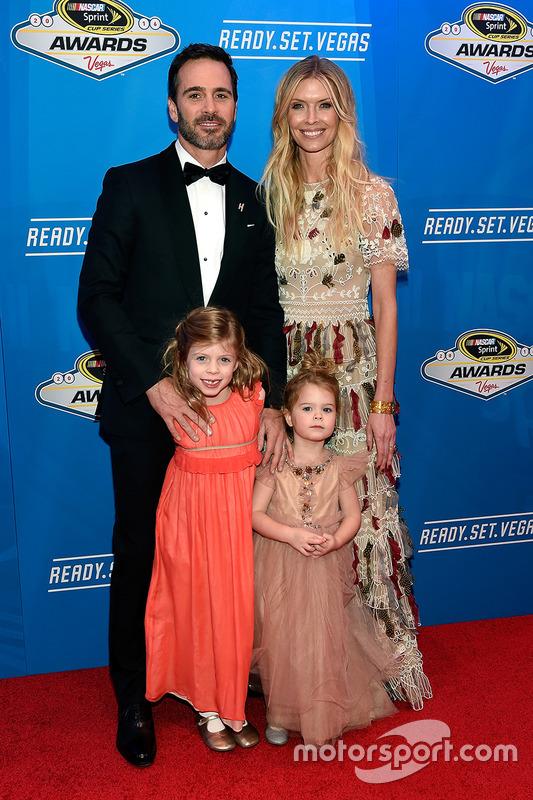 Campeón Jimmie Johnson, Hendrick Motorsports Chevrolet y su esposa Chandra e hijos