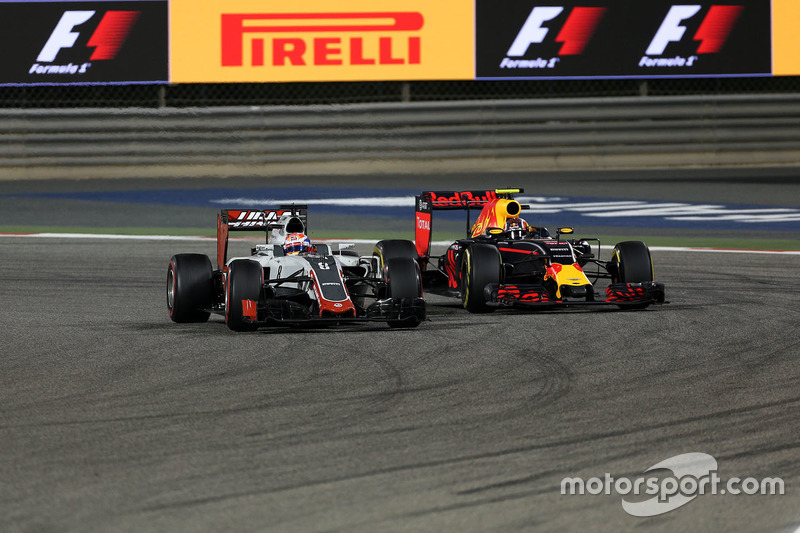 Romain Grosjean, Haas F1 Team VF-16 en Daniil Kvyat, Red Bull Racing RB12