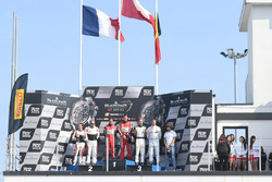 Podium hoofdrace: Winnaar Laurens Vanthoor, Frederic Vervisch, Audi R8 LMS, Belgian Audi Club Team W