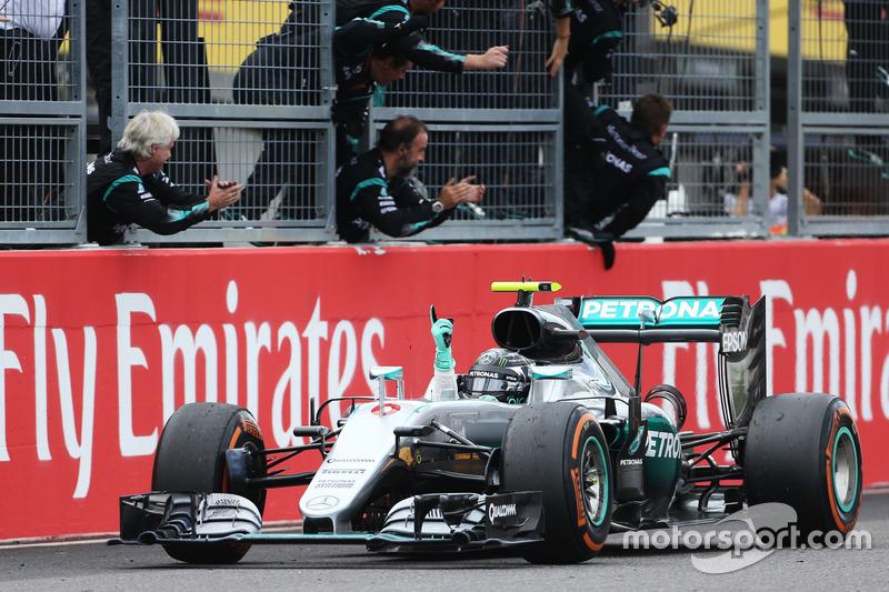 2016: Nico Rosberg (Mercedes AMG F1 W07 Hybrid)