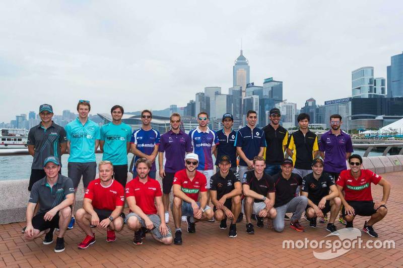 Gruppenfoto: Die Fahrer der Formel-E-Saison 2016/2017