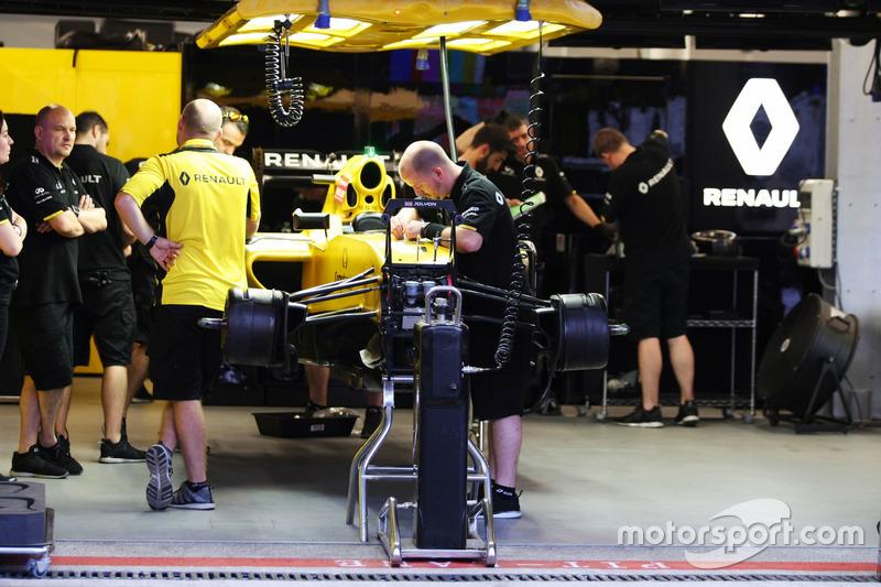 Renault Sport F1 Team RS16 en el garaje