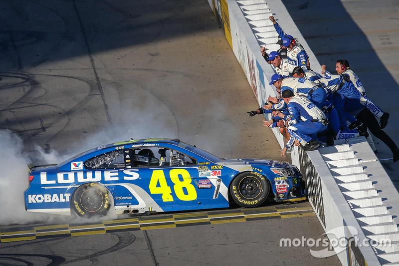 Переможець гонки Джиммі Джонсон, Hendrick Motorsports Chevrolet