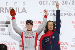 Podium: race winner Stoffel Vandoorne, Dandelion Racing