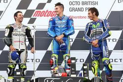 Подіум: переможець гонки Маверік Віньялес, Team Suzuki MotoGP, друге місце Кел Кратчлоу, Тeam LCR Ho