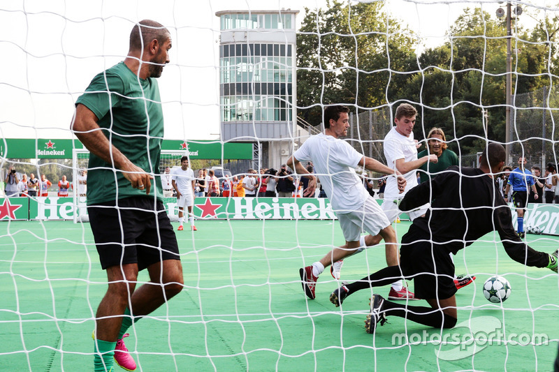 Jolyon Palmer, Renault Sport F1 Team and Max Verstappen, Red Bull Racing at the charity 5-a-side football match