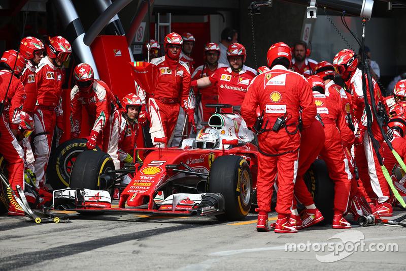 Sebastian Vettel, Ferrari SF16-H pit stop