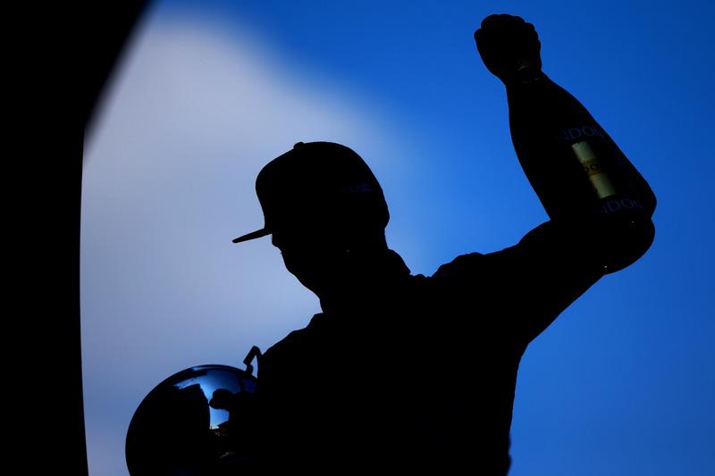 9. Max Verstappen, Red Bull Racing celebra su primer victoria
