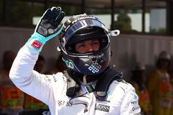 Ніко Росберг, Mercedes AMG F1 святкує другу позицію в кваліфікації. 14.05.2016. Formula 1 World Cha
