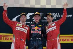 The podium: ganador, Max Verstappen, Red Bull Racing, segundo, Kimi Raikonnen, Scuderia Ferrari, ter