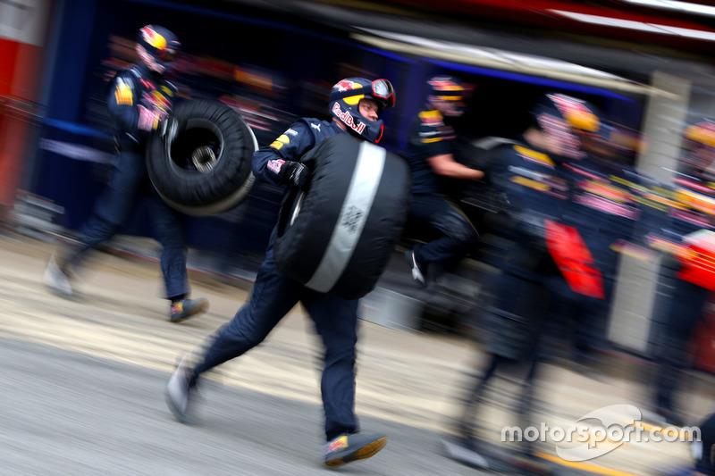 Red Bull Racing mechanics during pitstop
