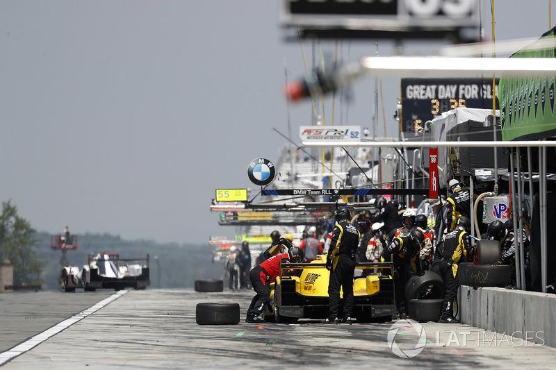 #85 JDC/Miller Motorsports ORECA 07, P: Simon Trummer, Robert Alon, Nelson Panciatici, pit stop