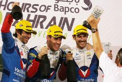 Podio LMP2: al primo posto Julien Canal, Nicolas Prost, Bruno Senna, Vaillante Rebellion